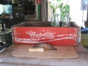 coca cola crate with 5 small bottles. great for right collector.