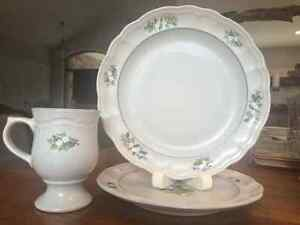 Christmas dishes- Pfaltzgraff China Christmas Heirloom