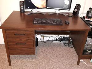 Sturdy desk - PICKUP ONLY (Route 105 Douglas)