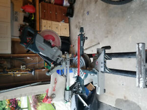 8.5 inch Bosch miter sliding saw in good shape with stand