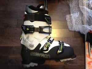 New woman's Skis boots, poles and Helmet (never used)