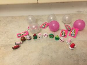 12 CHRISTMAS/NOËL EDITION SHOPKINS + CHRISTMAS BALL ORNAMENTS!