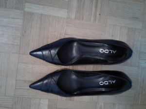 Aldo women pointed toe pumps black Leather  size 6