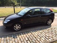 FORD FOCUS 1.6 EBONY 2003 FULL LEATHER..YEARS MOT..FULL HISTORY..1 OWNER.LOOKS AND DRIVES LIKE NEW