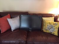 Panasonic 26 inch tv with remote and wall fixings