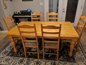 Good shape dining table with 6 chairs