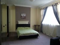 Large double room available for rent close to Liverpool Street Station.
