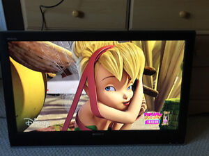"""Sony Bravia LCD 37"""" HDTV with wall mount + remote"""