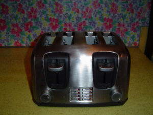 BLACK AND DECKER 4 SLICE STAINLESS STEEL TOASTER
