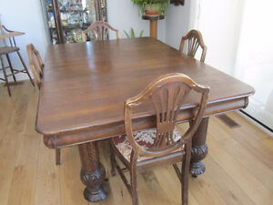 Antique Dining room table with leaves and 4 chairs