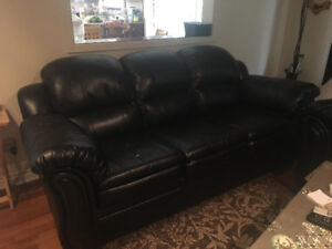 SELLING BLACK LEATHER COUCH SET