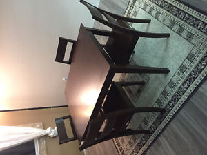 4 Person Dining Table set. (Good shape)