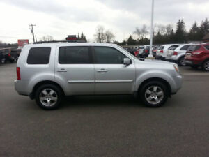 2010 Honda EXL SUV,  leather sunroof and very clean!!