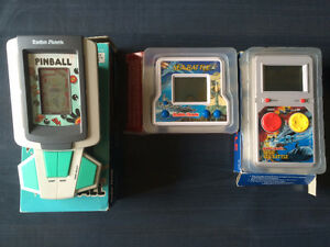1990s Vintage RadioShack Handheld LCD Game Console w/box