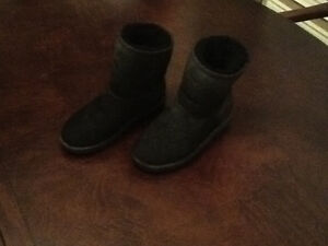 Black boots.  Girls youth size 3 London Ontario image 1