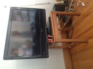 "32"" Flat Screen TV great condition!"
