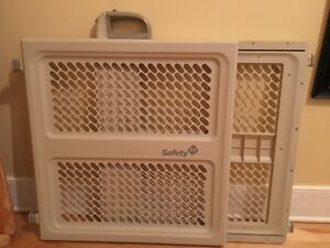 (1)Gate safety first 30$,  (1)bed rail 20$