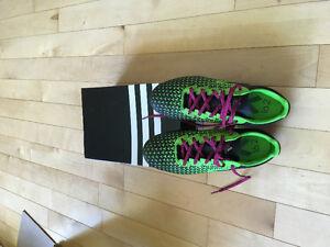 Men's soccer turf shoes