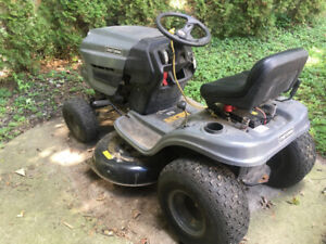 Craftsman riding mower / lawn tractor