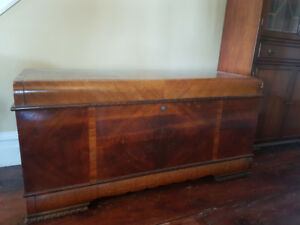 1949 LANE FURNITURE LARGE CEDAR HOPE CHEST