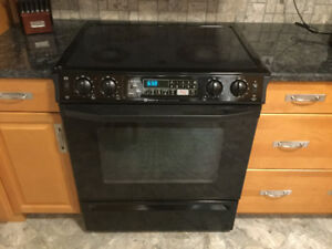 Black Fridge and Stove/White Frost Free Refrigerator