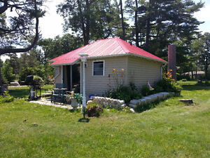 WATERFRONT PRINCE EDWARD COUNTY SLEEPS 2 AUG 27 TO SEP 02 ONLY