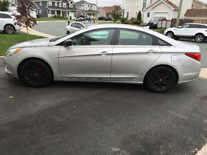 2013 Hyundai Sonata gls Sedan (Price Negotiable)