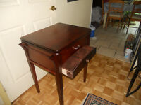 TABLE D'APPOINT (ANTIQUE)