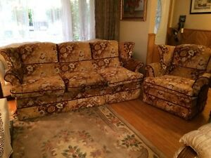 FLORAL SOFA AND CHAIR SET FOR SALE $50 OR BEST OFFER