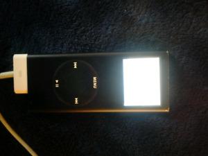 8GB BLACK IPOD