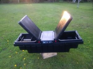 truck tool box//excellent condition