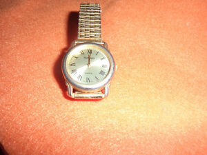 mens gold tone quartz watch new battery works perfectly fine