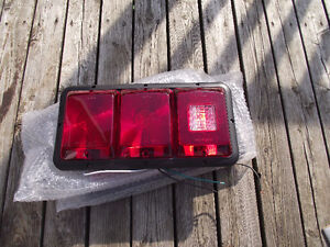 FEUX ARRIERE/TAIL LIGHTS NEW/NEUF