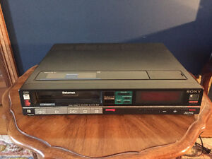 Sony Vintage Betamax VCR SL- HFR30 with Remote RMT124