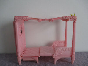 Lit  Et  Chaise   Royale   De  Barbie  2 en 1   Sonore