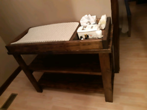 Baby changeing table