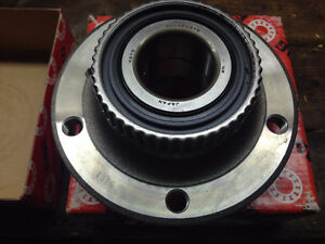 Brand new Wheel Hub Front Hub with Bearing for BMW E46