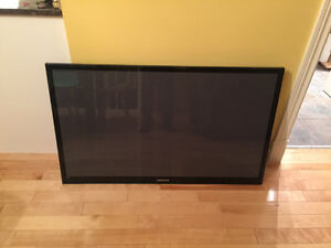 TV plasma Samsung 51po HD avec support mural et fil HDMI