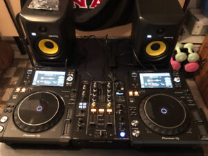 PIONEER XDJ 1000 BUNDLE! ONLY USED FOR ONE BIRTHDAY EVENT!