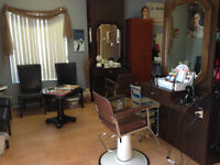 Chaise de coiffure pour coiffeuse à louer