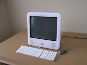Apple eMac Desktop PC