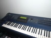 Yamaha EX7 synthesizer workstation & stand