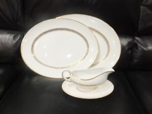 STAFFORDSHIRE CHINA AND GRAVY BOAT WITH SAUCER