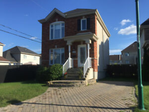 Très belle maison à louer Ste-Rose, Laval - Libre : 1er octobre