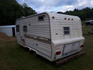 Old Camper . tandem axle , Project or Parts Rough Shape