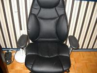 un fauteuil de bureau en cuir noir haute gamme a vendre!