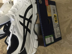 ASICS 9.5 extra wide gel running shoes brand new in box men's