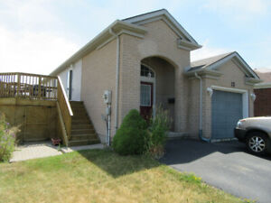 BEAUTIFUL 3 BDRM HOME IN GREAT LOC'N - JULY 1