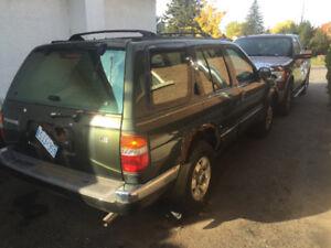 1999 Nissan Pathfinder metallic SUV, Crossover