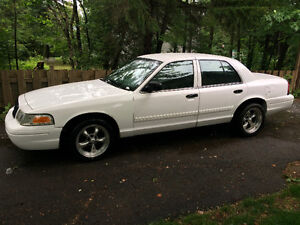 2009 Ford Crown Victoria Police pack Berline